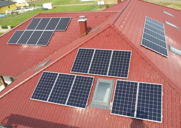 Fotovoltaická elektrárna s optimizéry a akumulací přebytků výroby do TUV.