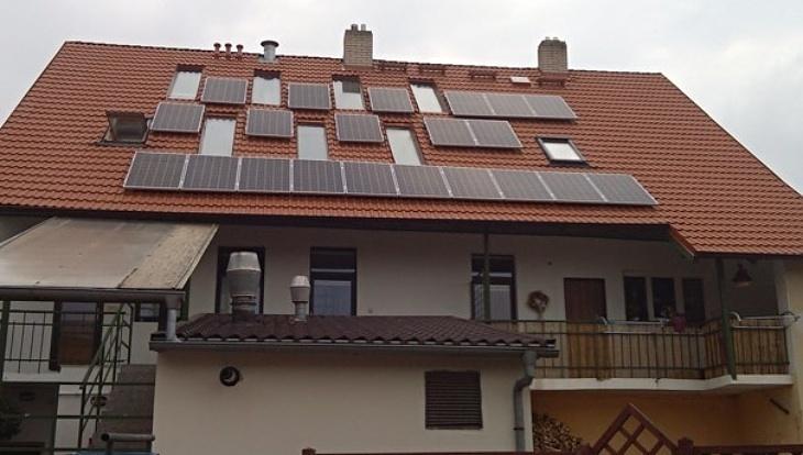 Fotovoltaická elektrárna s optimizéry.