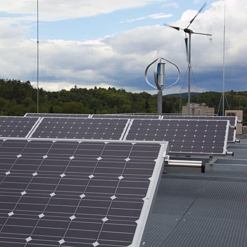 Hybridní fotovoltaická+větrná elektrárna pro potřeby laboratoří